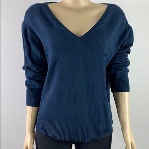 Everlane navy v-neck sweater in size M.